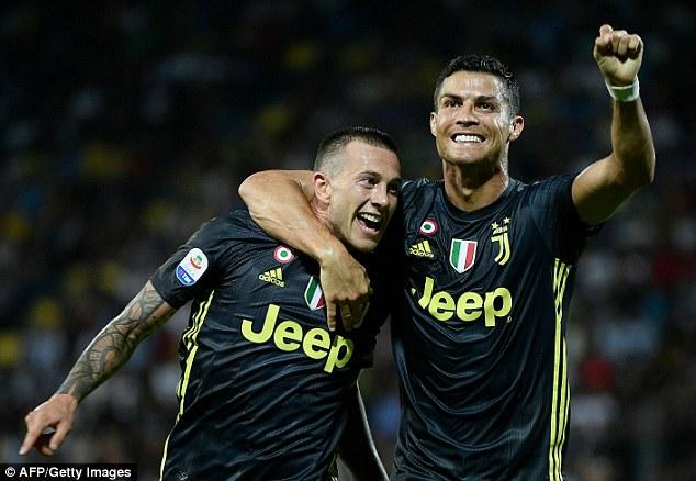 """Ronaldo bùng nổ 3 bàn/3 trận: Báo châu Âu """"phát cuồng""""; giải FIFA The Best coi như đã có chủ rồi"""