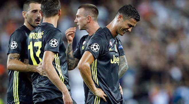 """Juventus tiếp tục khốn đốn vì Ronaldo: UEFA sờ gáy, bán """"Hoàng tử"""" Dybala cho MU?"""