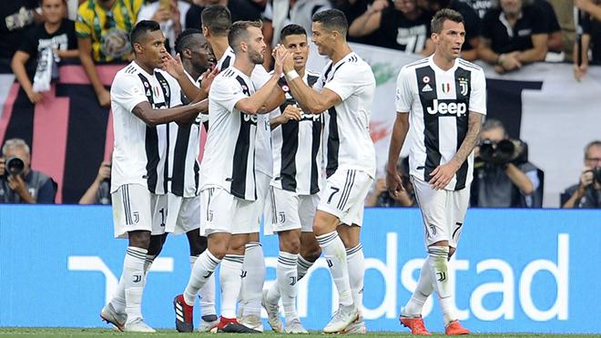 Ronaldo lập hat-trick kiến tạo, Juve lội ngược dòng thần thánh trước Napoli trong trận cầu rực lửa