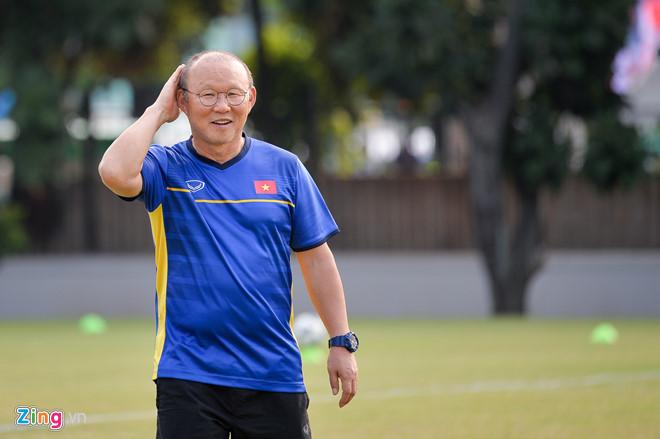 """Chỉ nhận được mức lương """"bèo bọt"""", bóng đá Việt Nam có nguy cơ để mất HLV Park Hang-seo"""