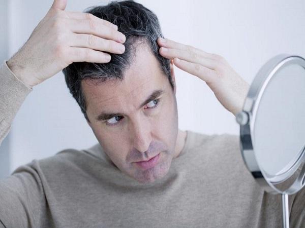 Mơ thấy tóc bạc là tin tốt hay xấu? Mơ thấy tóc bạc đánh con gì?