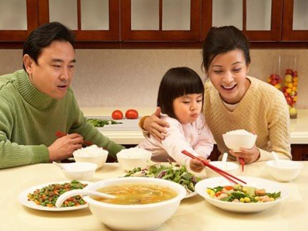 Mơ thấy ăn cơm đánh con gì dễ trúng, là điềm tốt hay xấu?