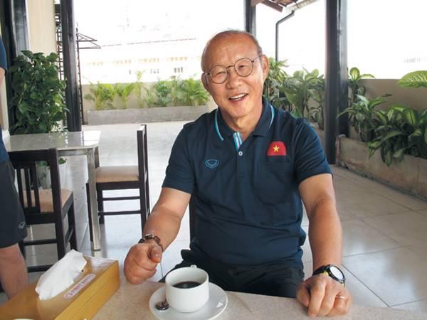 Thầy Park không bị giảm lương mùa dịch