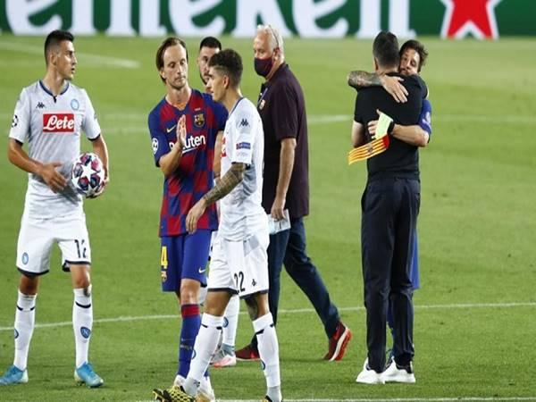 Bóng đá quốc tế 10/8: Messi từ chối bắt tay trọng tài trận gặp Napoli