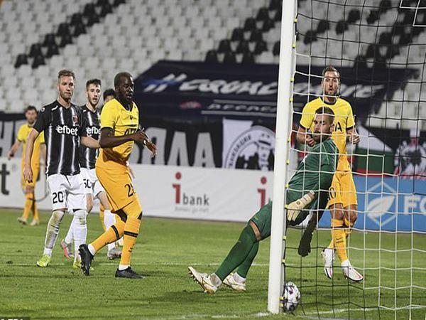 Bóng đá QT 18/9: Tottenham thoát hiểm Europa League
