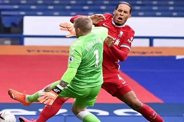 Bóng đá quốc tế 19/10: Van Dijk đứt dây chằng chéo trước