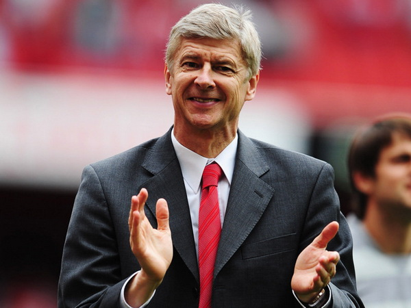 Bóng đá quốc tế 10/10: Bendtner chia sẻ về mối quan hệ với HLV Wenger