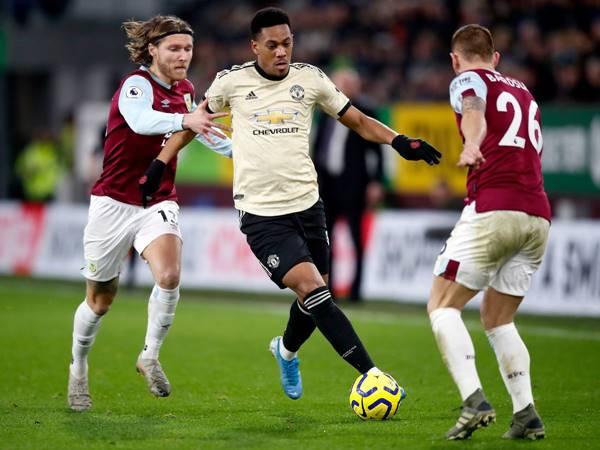 Bóng đá Quốc Tế 12/1: Thắng Burnley thì Man United chễm chệ ngôi đầu bảng