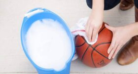 Cách vệ sinh quả bóng rổ để sử dụng được lâu bền nhất